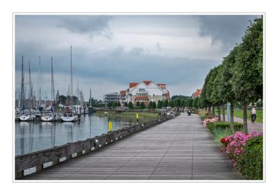 Voetgangers- en fietspromenade in Nieuwpoort-Bad